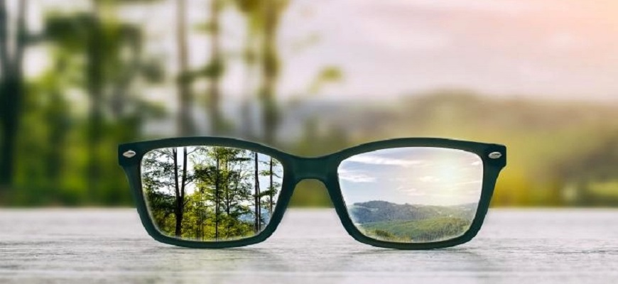 consult an eye doctor in pune